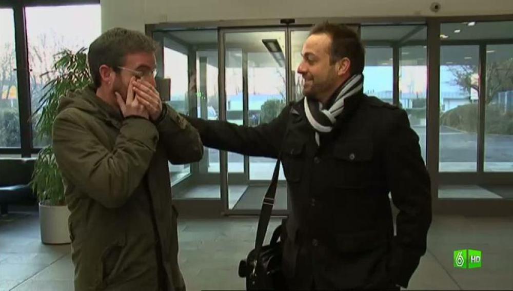 Imagen Jordi llora de la emoción, está frente a un jefe español en Alemania