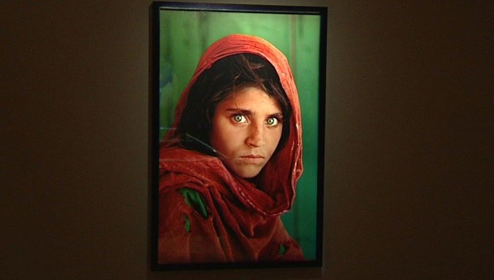 Foto de Steve McCurry, niña afgana