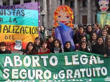 Mujeres argentinas se manifiestan por una regulación en la ley del Aborto
