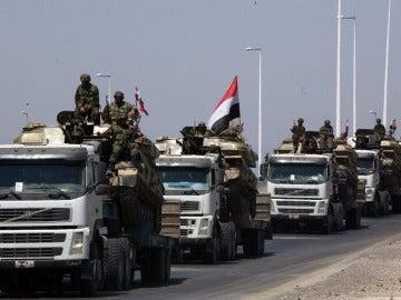 Tanques del ejército sirio durante una operación en Hama