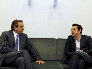 Antonis Samaras conversa con Alexis Tsipras