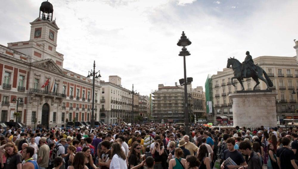 Protestas indignadas frente a la Puerta del Sol