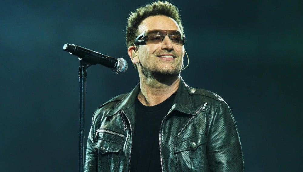 El cantante de U2, Bono.