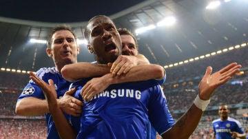 Drogba celebra el empate ante el Bayern