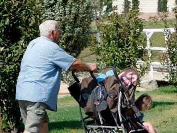 Los abuelos son un pilar imprescindible en la familia