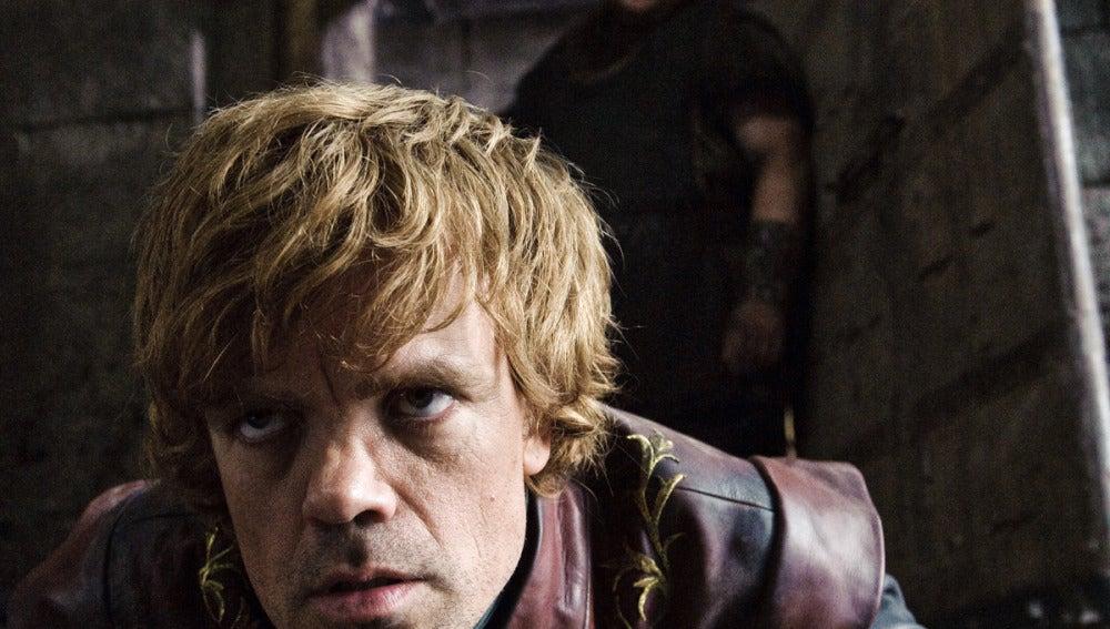 Tyrion Lannister en el suelo