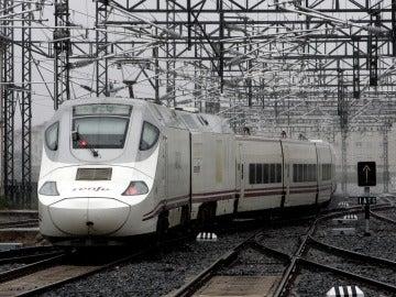 Un tren de Renfe en la estación de Santiago de Compostela