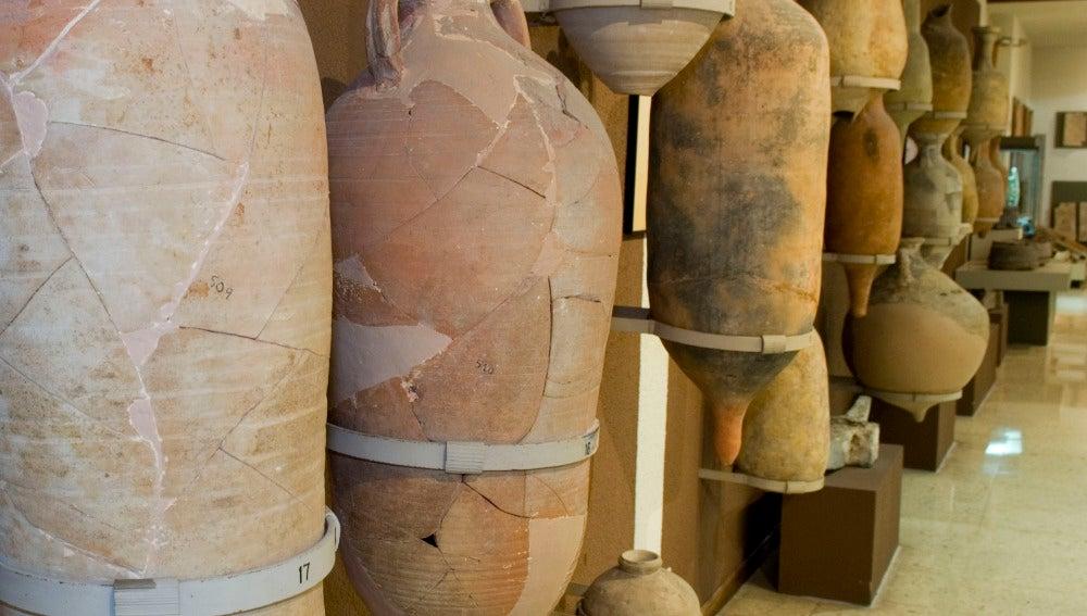 Ánforas romanas en una imagen de archivo