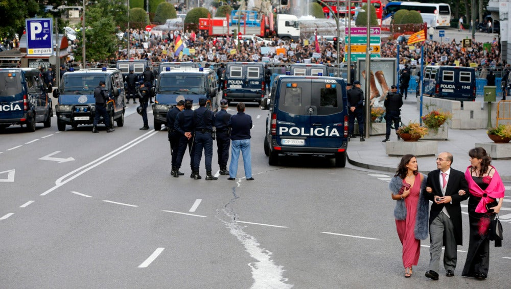 La Policía vigila la Plaza de Neptuno