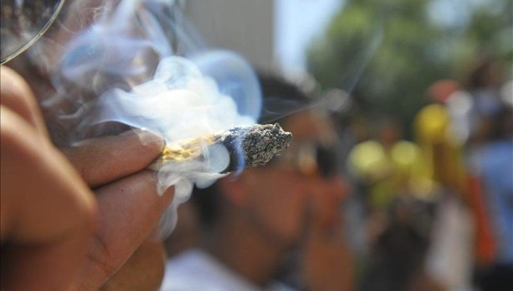Los estados de Colorado y Washington aprueban la legalización de la marihuana.