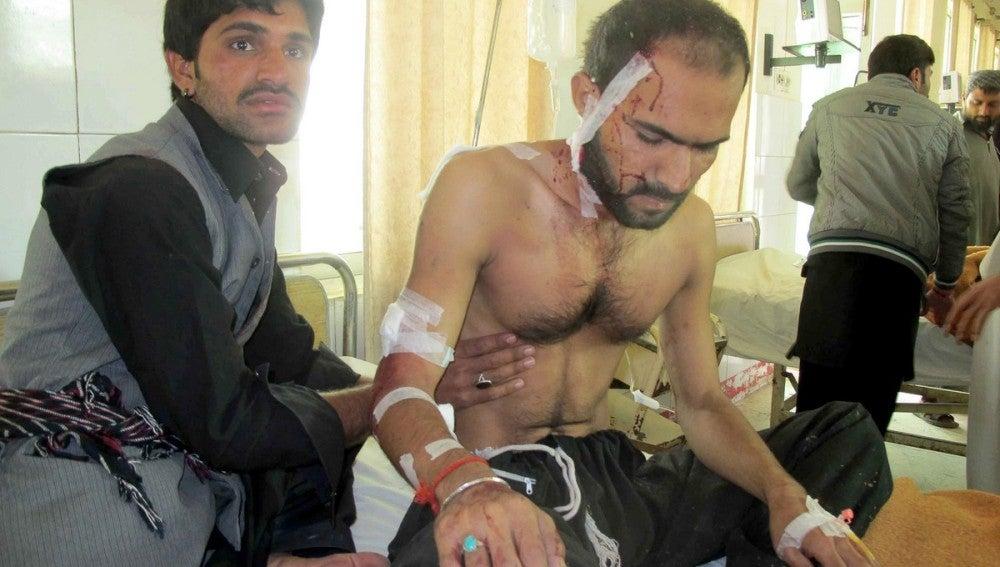 Un hombre herido se restablece tras la explosión