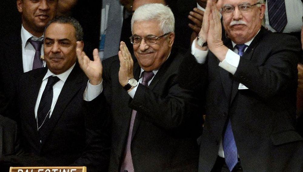El presidente de la Autoridad Nacional Palestina, Abbas y sus delegados
