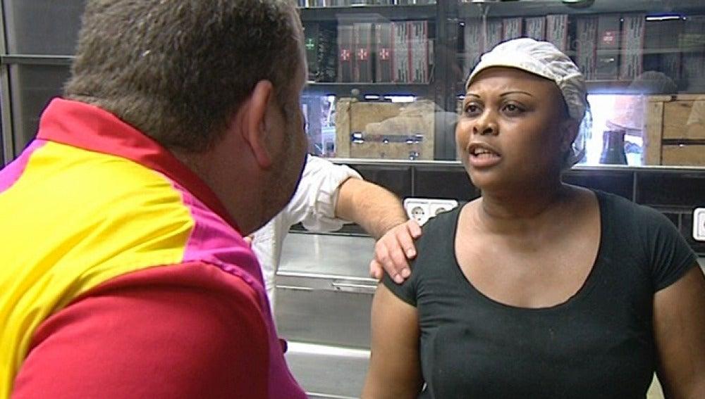 Chicote discute con una de las empleadas