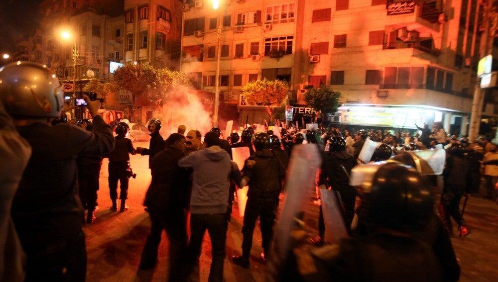 Enfrentamientos en la plaza Tahrir