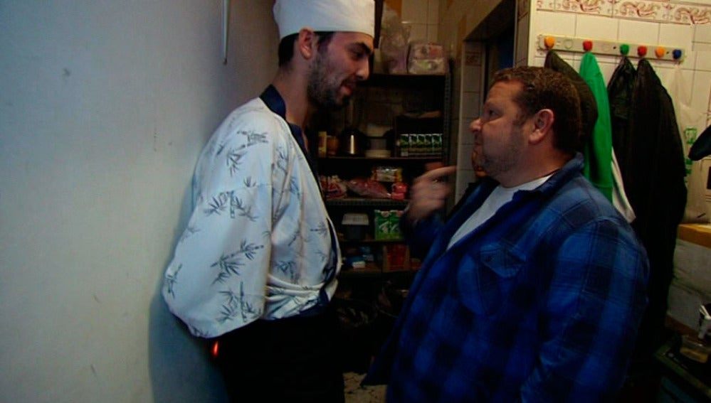 Chicote con uno de los cocineros de su próximo reto