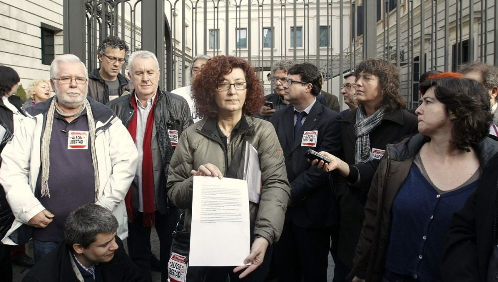 Madre de Alfonso Fernández con varios diputados