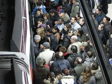 Aglomeración en el Metro de Madrid