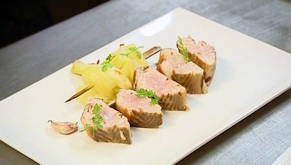 Bacoretas con brochetas de patata y cebolla