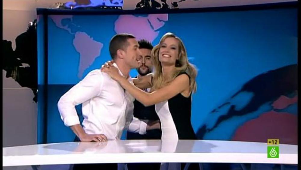 Liam besa a Renata