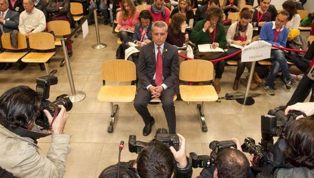 Ortega Cano se sienta en el juzgado