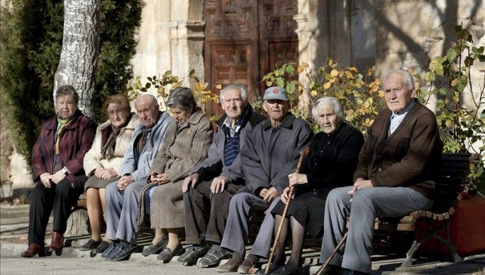 Resultado de imagen de población envejecida