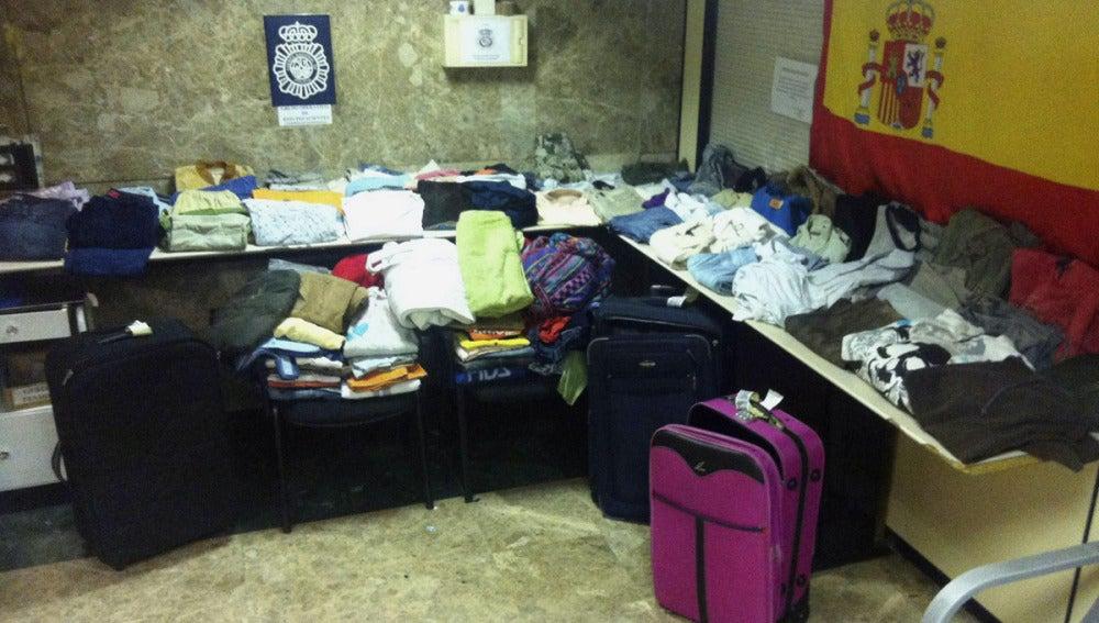 Los 55 kilos de ropa impregnados en cocaína incautados en Barajas.
