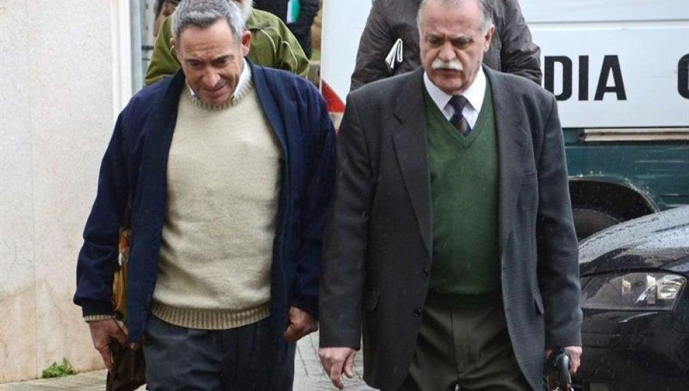 Barceló , acompañado de su abogado