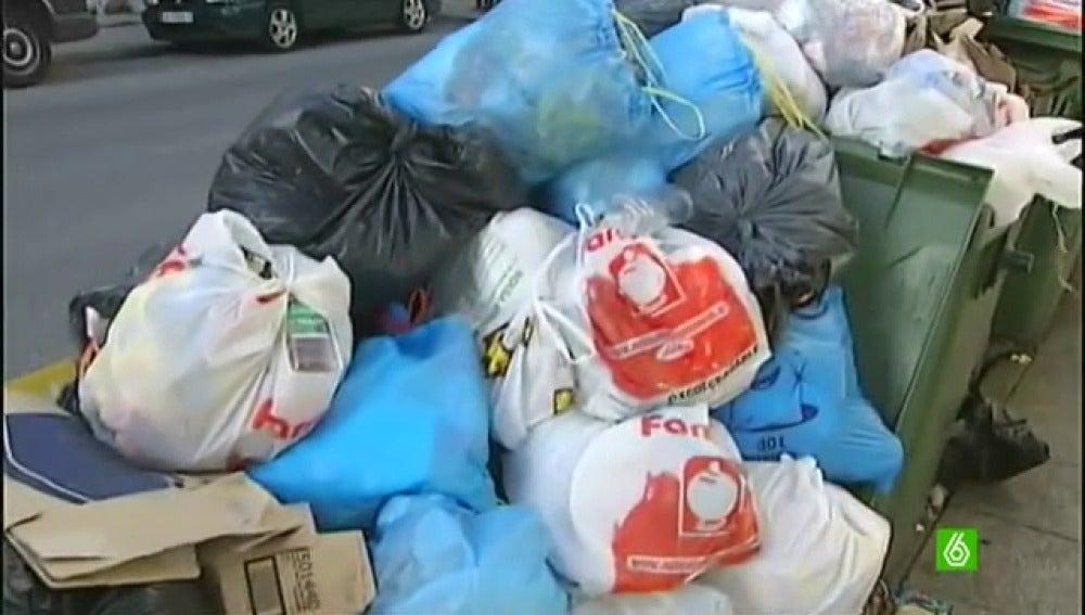 La huelga de basuras en Vilalba deja un total de 200 toneladas en las calles