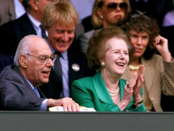 Margaret Thatcher junto a su marido Dennis