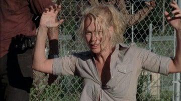 Andrea consigue llegar a la prisión