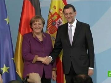Zapatero y Rajoy, como dos marionetas al servicio de Angela Merkel