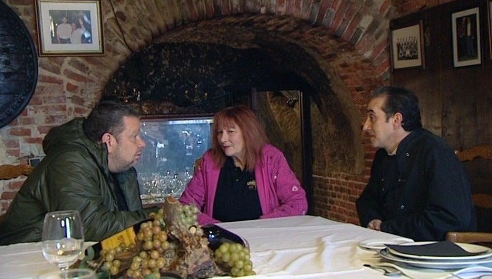 Chicote habla con los empleados de 'El Yugo de Castilla'