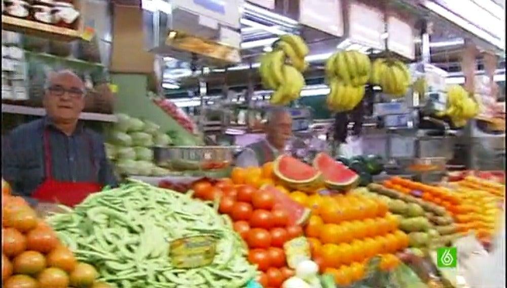 Un grupo de amas de casa enseñan a comprar barato y de manera saludable