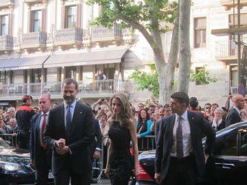 Abucheos a los príncipes a su llegada al Liceu