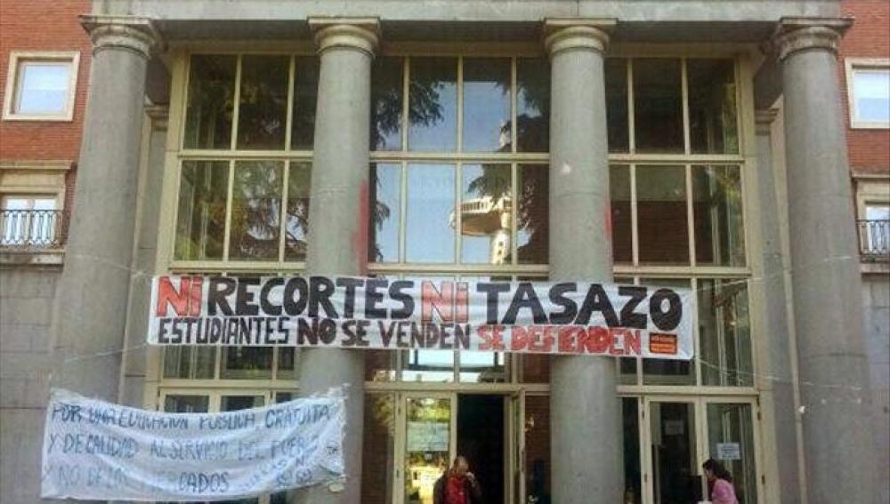Encierro de un grupo de estudiantes en el rectorado de la Universidad Complutense de Madrid