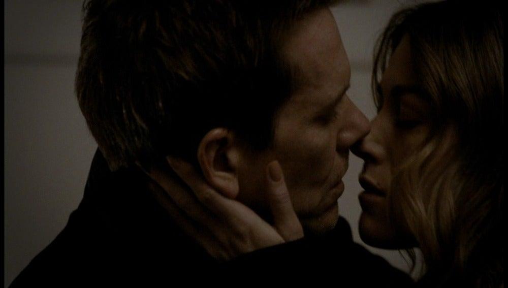 Claire y Ryan se besan