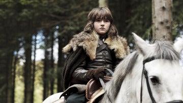 Bran Stark montando a caballo