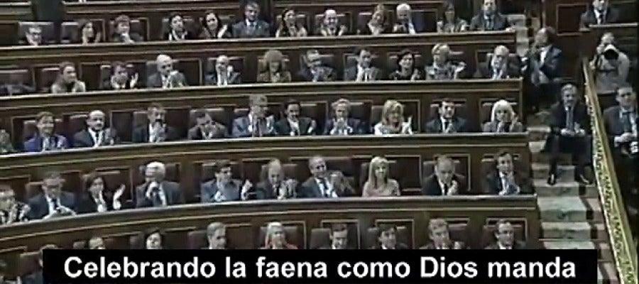 """Un vídeo del PSOE muestra al PP aplaudiendo la """"faena"""" de los recortes de becas"""