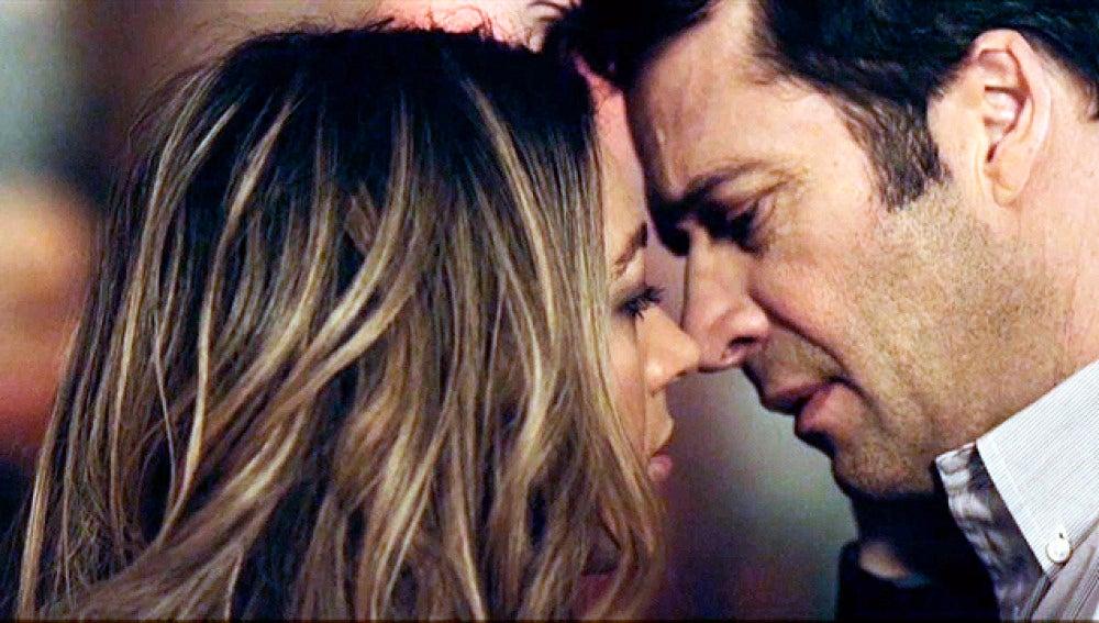Carroll trata de besar a Claire
