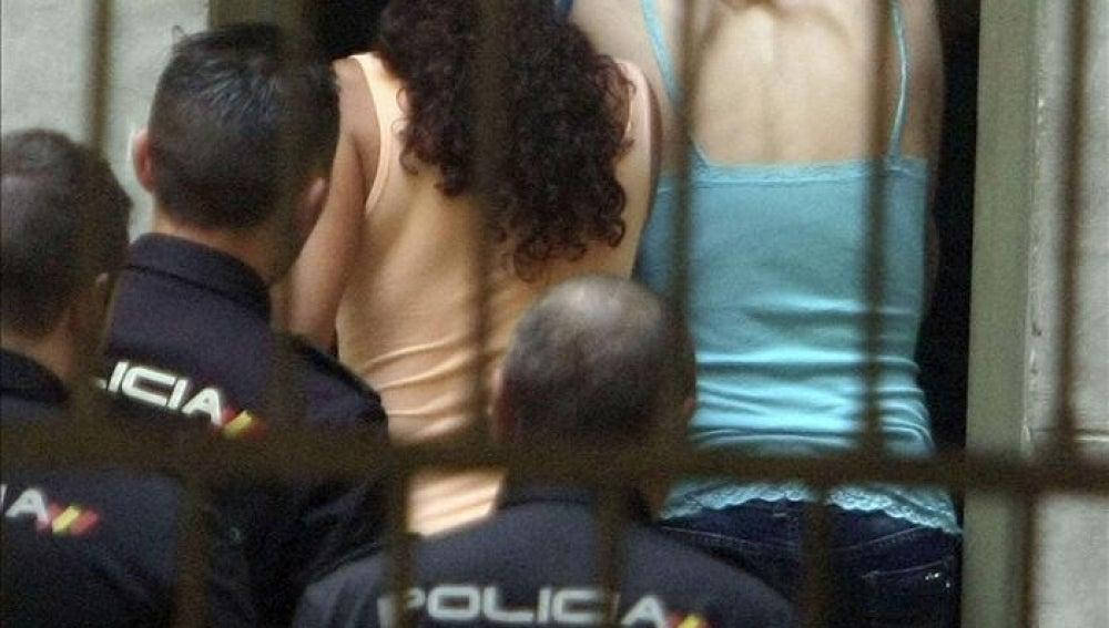 La joven detenida en Alicante por arrojar supuestamente a su bebé al patio de luces