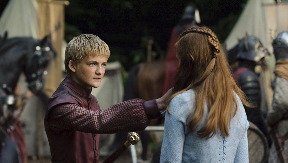 Joffrey Baratheon, en una escena con Sansa Stark