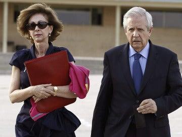 El abogado Javier Gómez de Liaño junto a su mujer la también letrada María Dolores Márquez de Prado