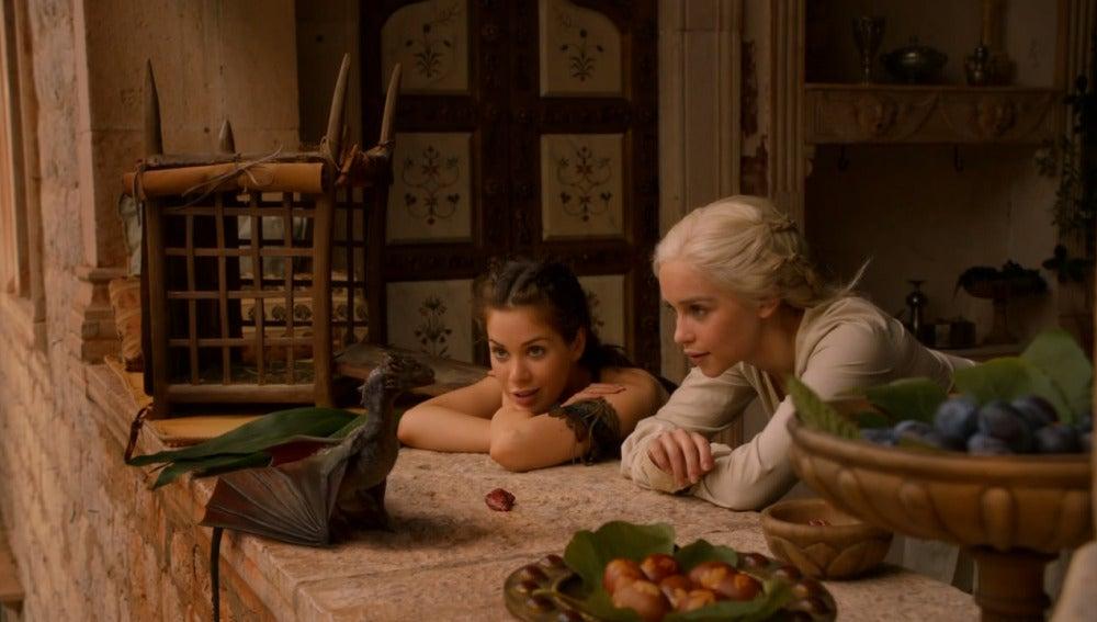 Daenerys y Dorea en Qarth
