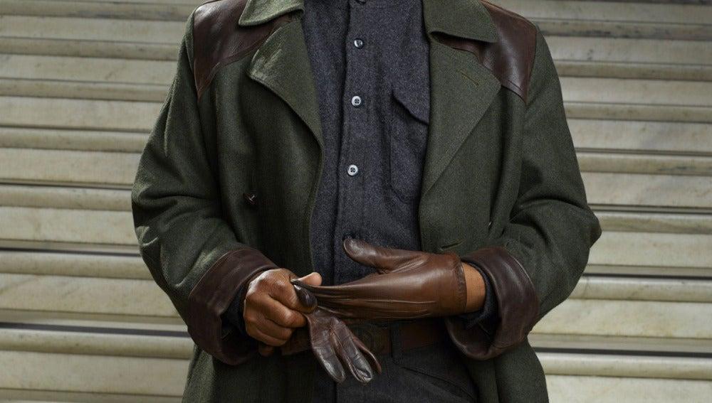 Giancarlo Esposito es Capitán Tom Neville