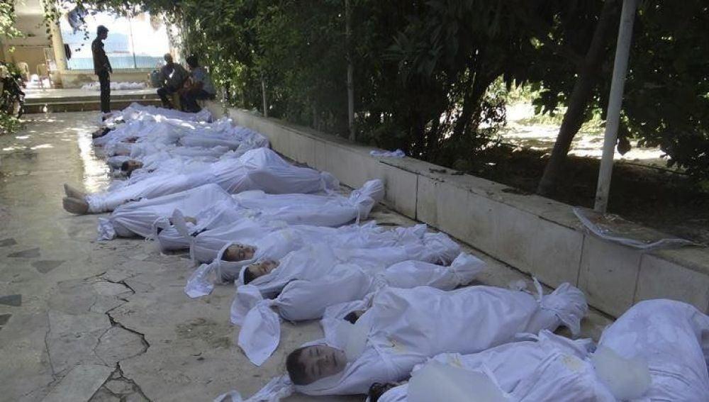 Cadáveres tendidos sobre el suelo en Siria