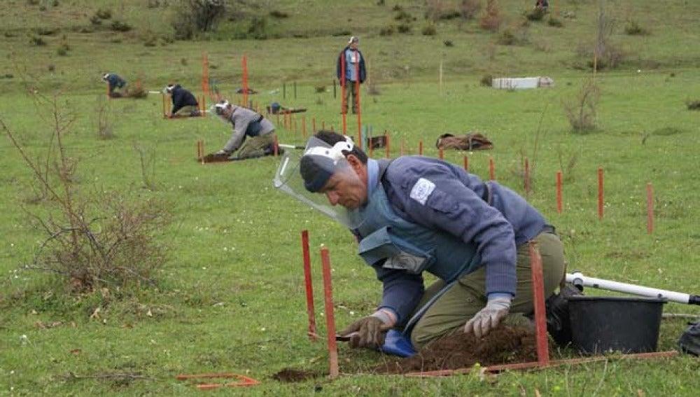 Desactivan minas en Kosovo