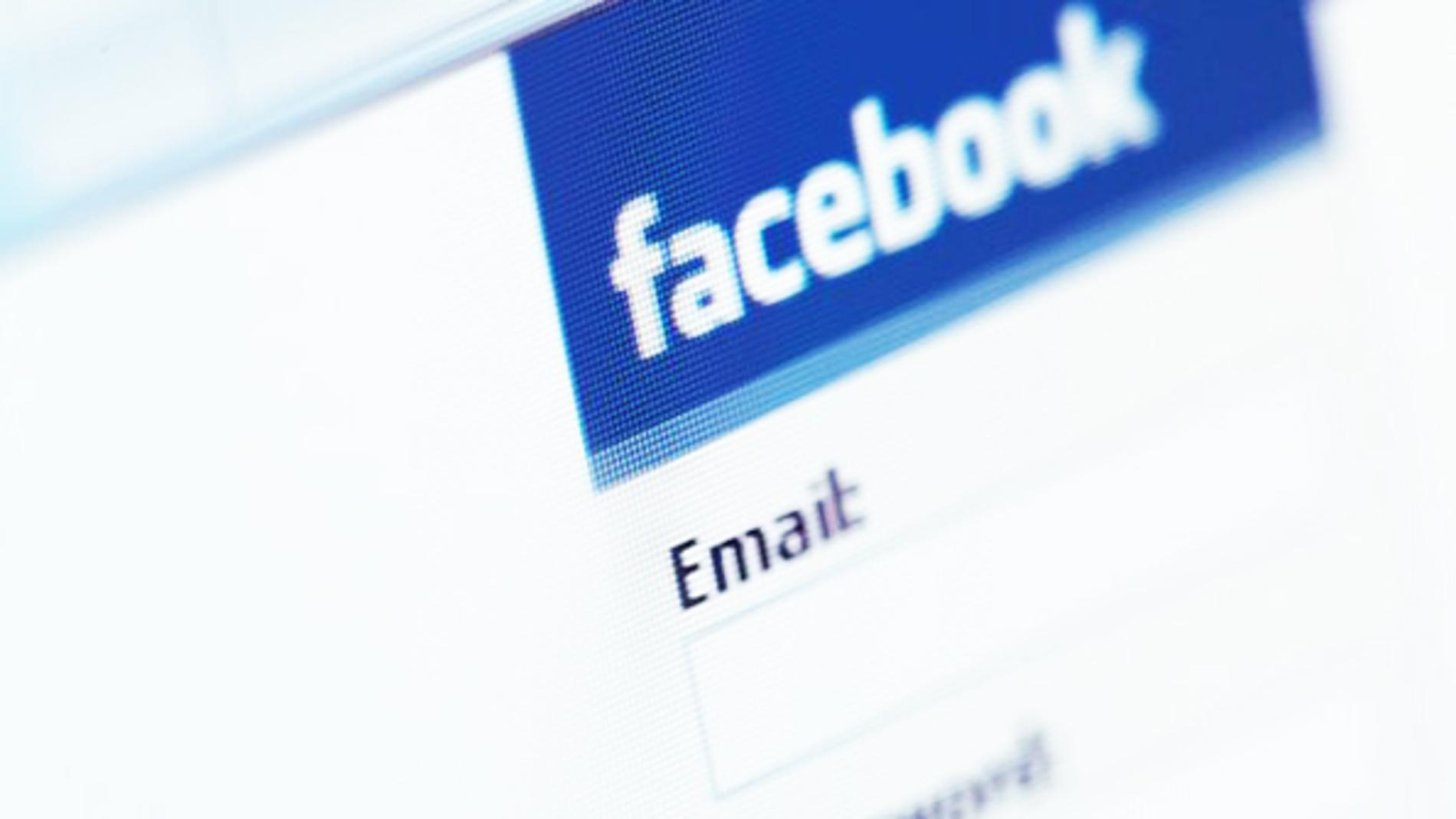 Acceso a la red social Facebook