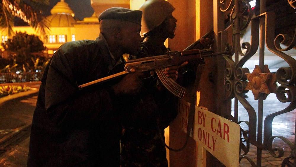 Se reanudan los tiroteos en el centro comercial de Nairobi tomado por milicianos de la secta islamista Al Shabaab