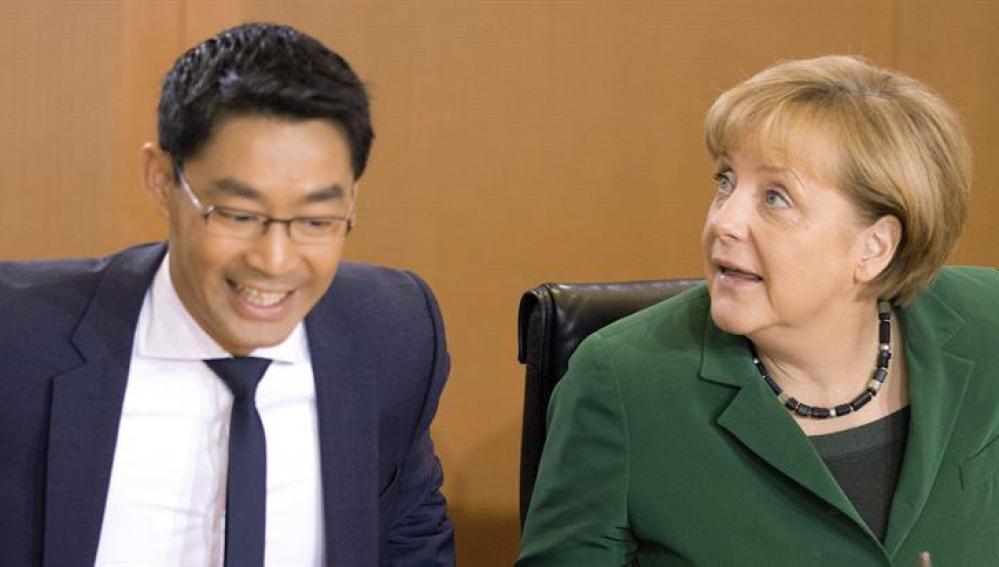 El ministro alemán de Economía, Philipp Rösler, y la canciller alemana, Angela Merkel