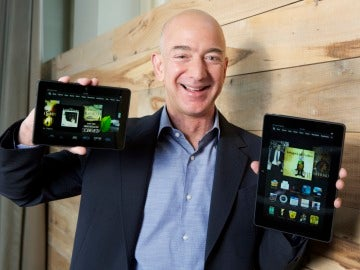 Jeff Bezos enseña las nuevas tabletas de Amazon